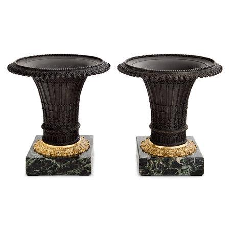 Neogotische Bronze Vasen, Restauration Frankreich, 1. H. 19. Jahrhundert