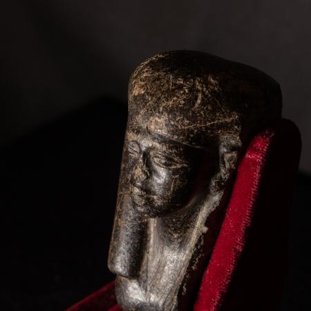 Oberteil einer Frauenstatuette, Serpentinit, Ägypten, Ende 12./Anfang 13. Dynastie