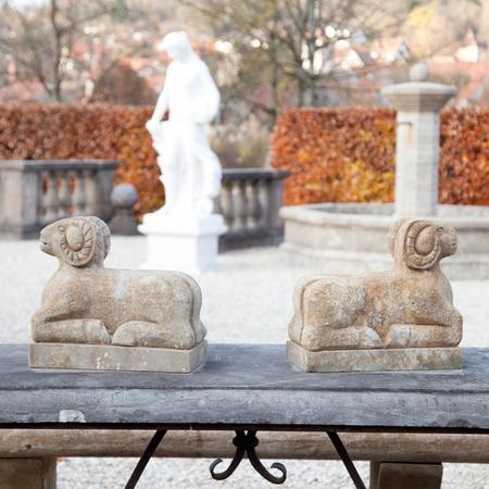 Steinskulpturen Widder, neuzeitlich