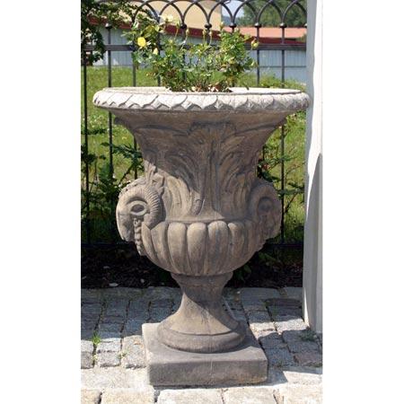 Große Garten-Vase mit Widderköpfen
