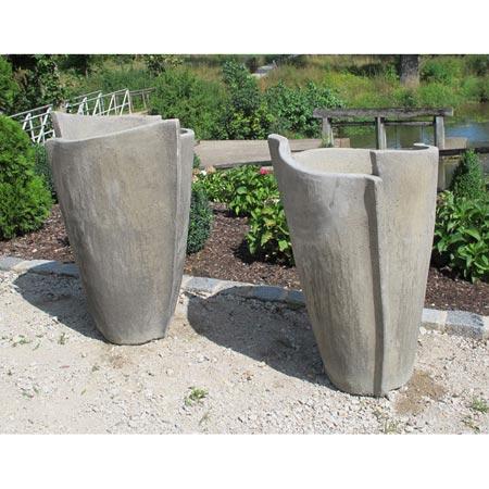 Paar moderne Gartenvasen