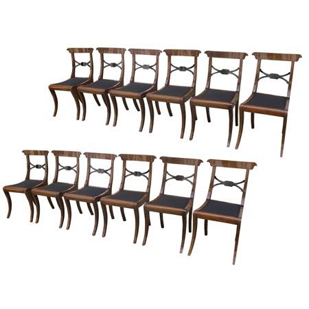 Zwölf Esszimmer Stühle