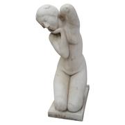 Skulptur eines weiblichen Aktes