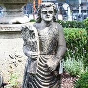 Statue einer Bäuerin aus der Biedermeierzeit, ca. 1820