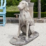 Naturalistische Steinhunde