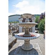 Dreistufiger Etagenbrunnen im klassizistischen Stil
