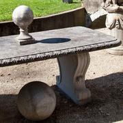 Gartentisch im Klassizistischen Stil