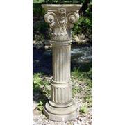 kannelierte Gartensäule mit korinthischem Kapitell